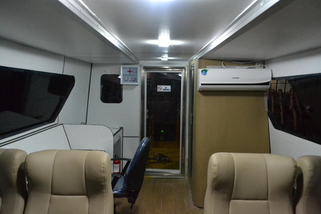 Interior dalam catamaran JC 1032