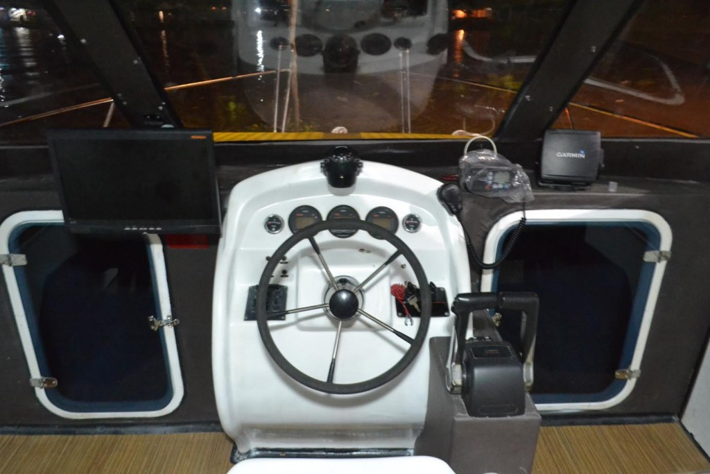 Dashboard Control catamaran JC 1032